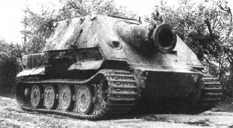 Реактивный бомбомет «Штурмтигр» во время испытаний на Куммерсдорфском полигоне. Июль 1944 г., Германия