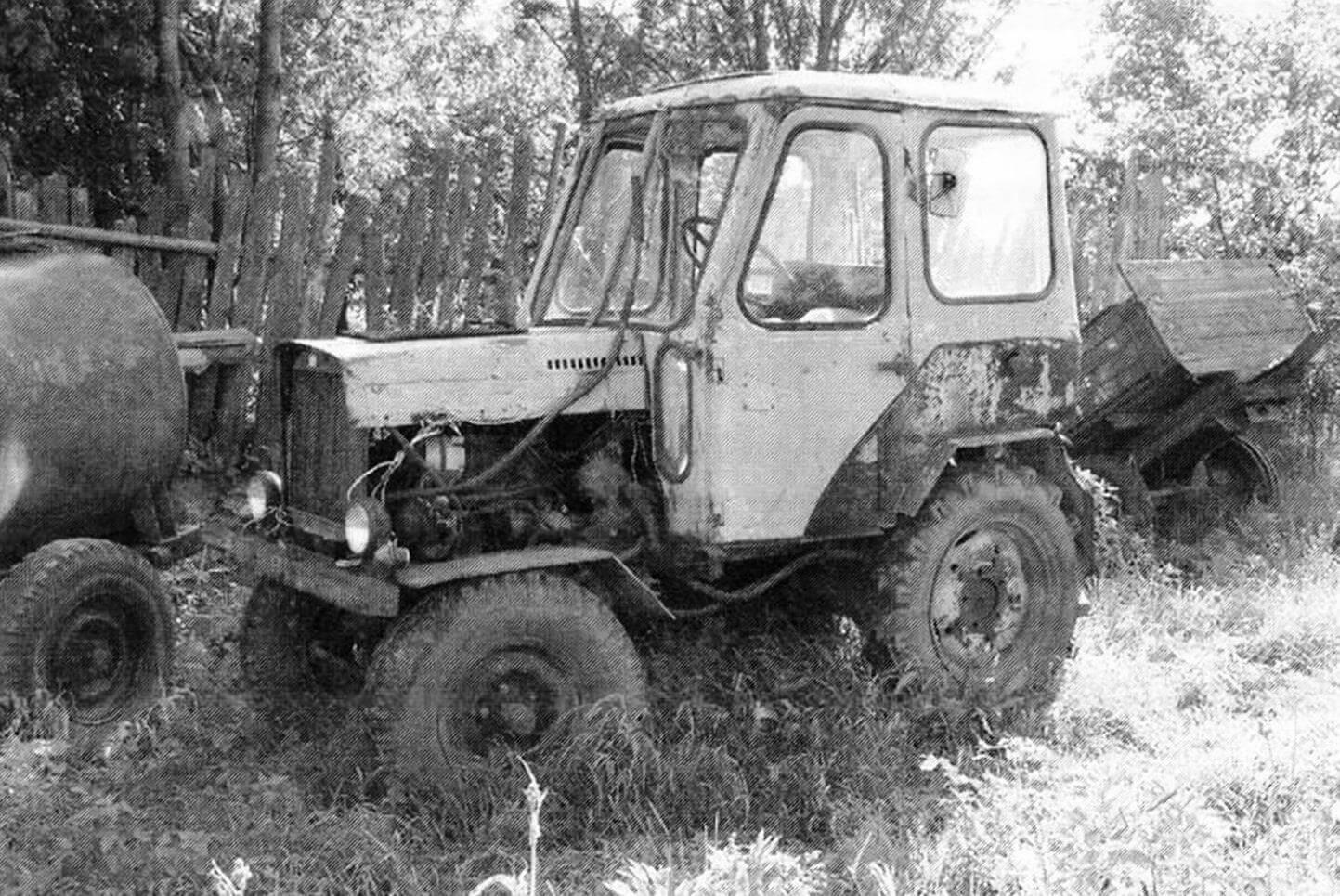 Трактор П. Ермолаева отличается от других самоделок закрытой кабиной.