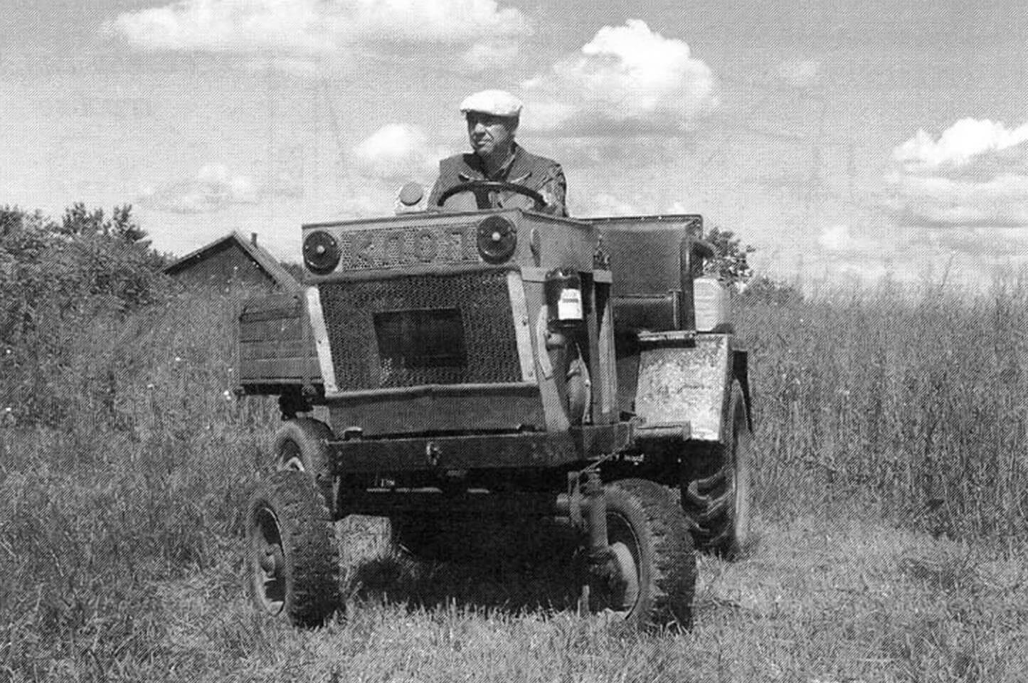 Трактор Виктора Ефимова.