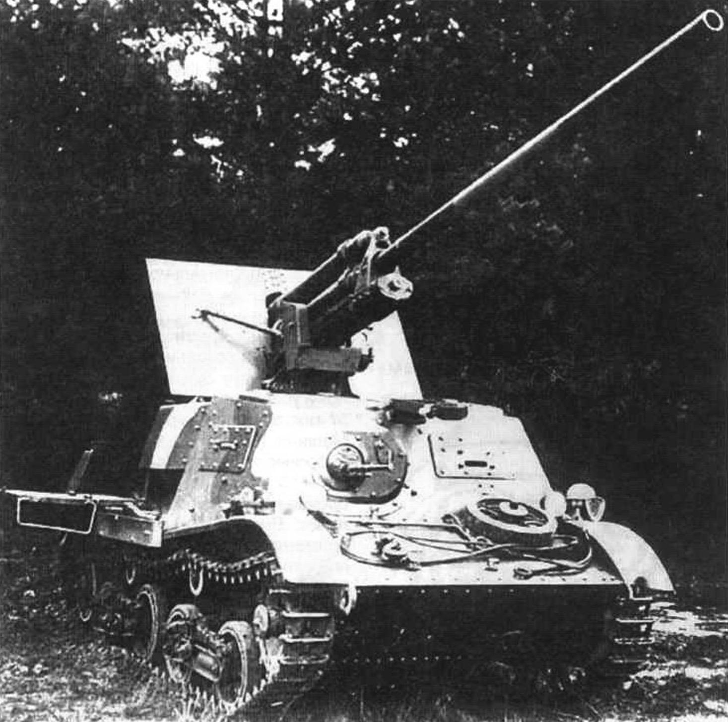 Гусеничная самоходная противотанковая установка ЗИС-30 на шасси тягача Т20 «Комсомолец» с 57-мм пушкой ЗИС-2. 1941 г.