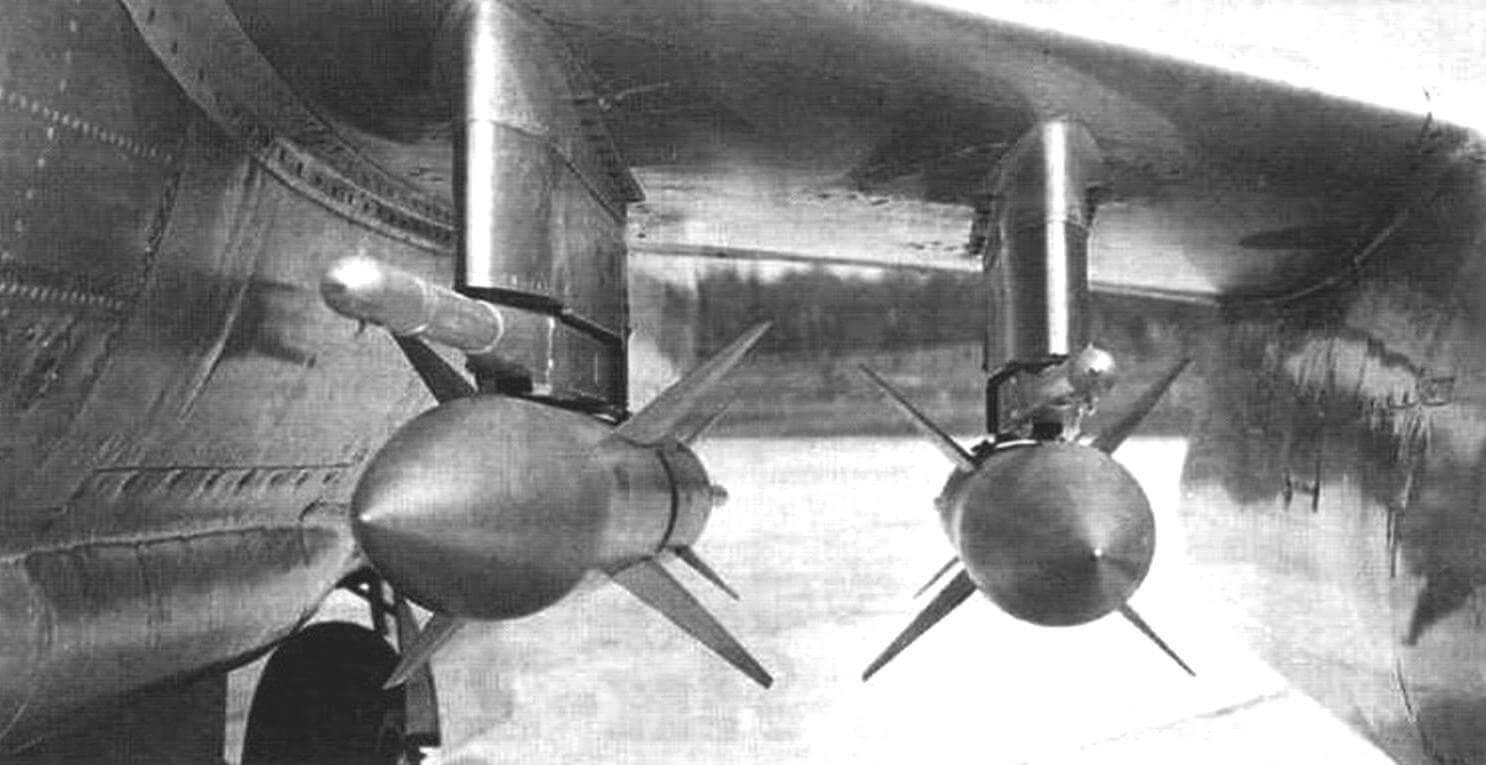 Управляемые ракеты К-75 под крылом Як-25К