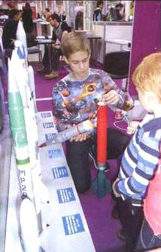 Ракетомоделист из СЮТ г. Электростали показываем устройство модели ракеты «Облако»