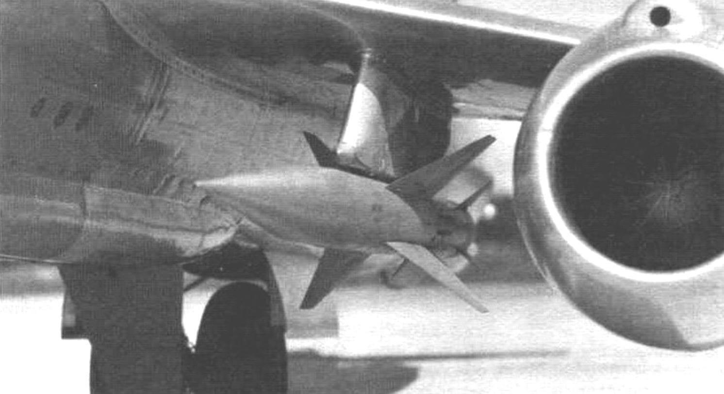 Управляемая ракета К-7Л под крылом Як-25К