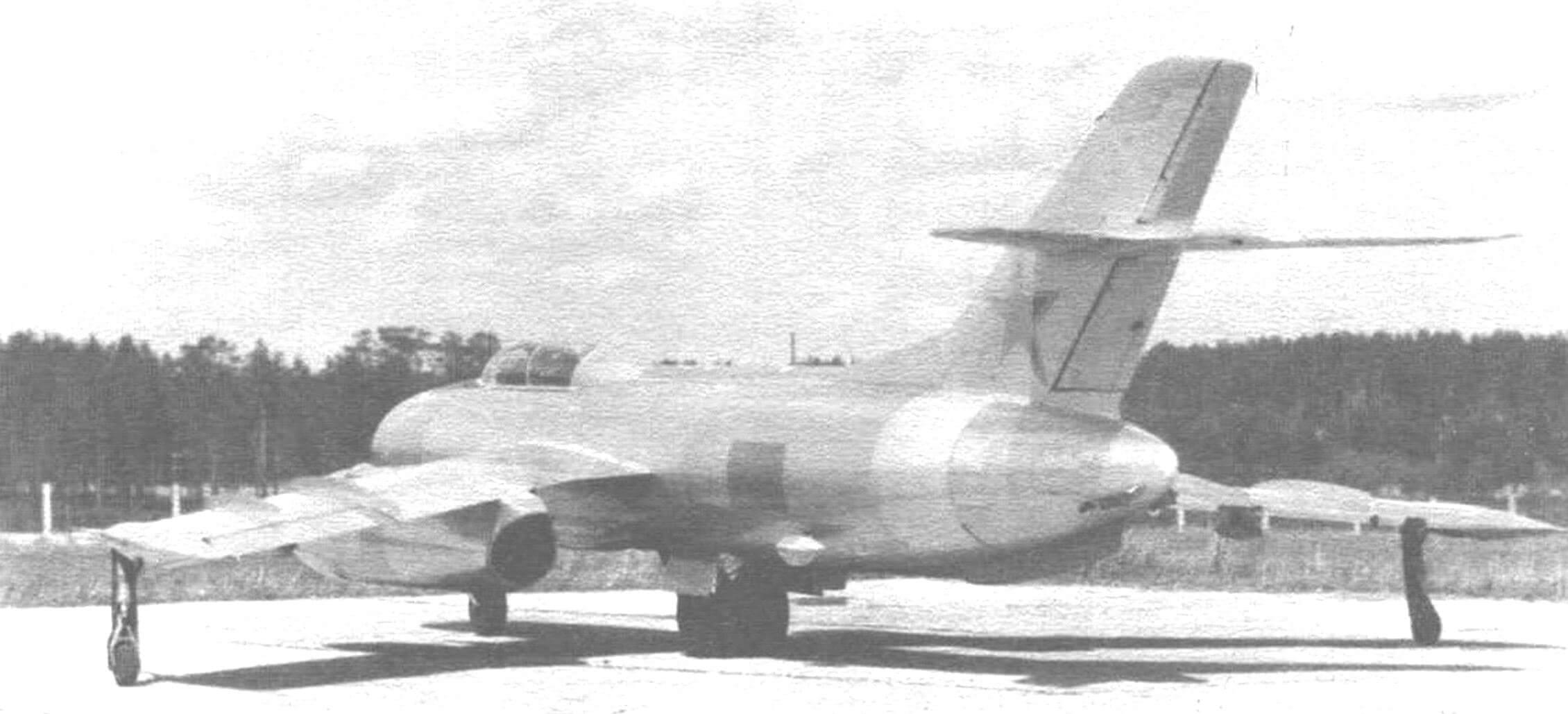 На фюзеляже Як-25К с ракетами К-7Л виден закрепленный сзади фотокинопулемет