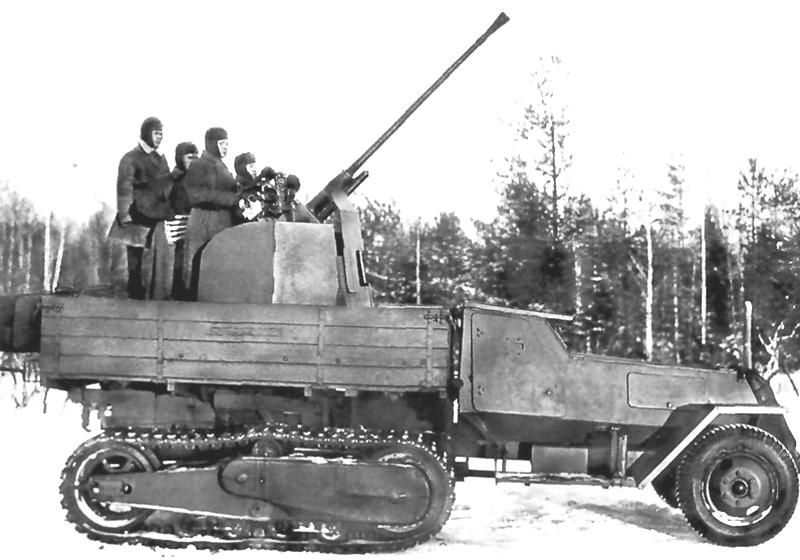 Зенитная САУ ЗИС-43 с 37-мм пушкой. Шасси - вездеход ЗИС-42, масса - 8,75 т, мощность двигателя - 90 л.с.