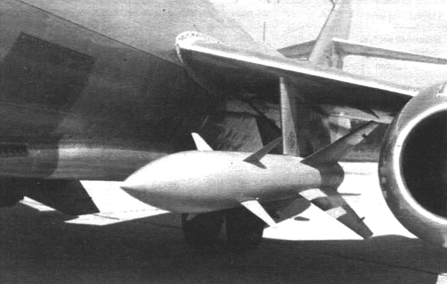 Ракета К-8 под крылом Як-25К