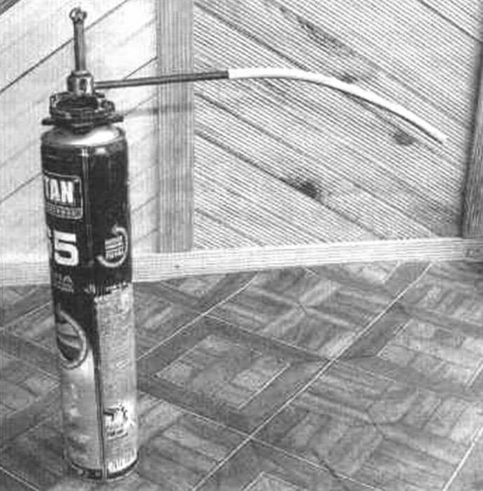 Самодельный редуктор-адаптер монтажной пены в сборе с пластиковой трубкой для заполнения труднодоступных мест