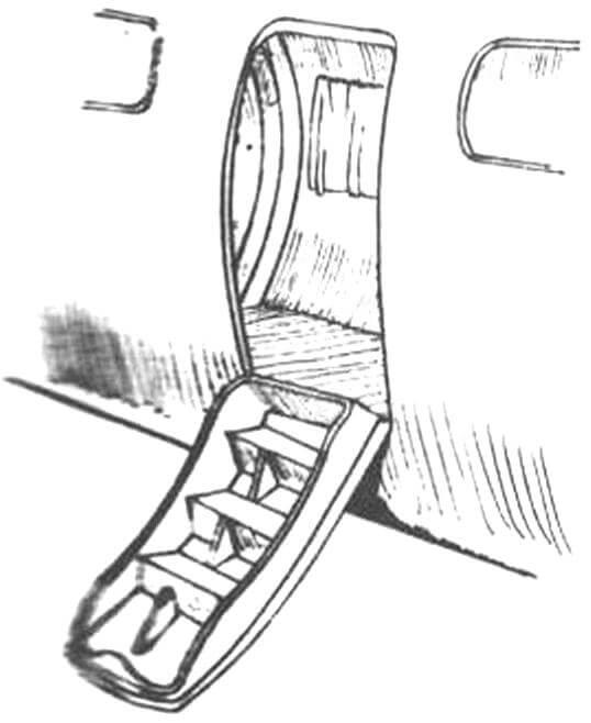 Входная дверь со встроенным трапом впервые появилась на серийных самолетах «Вими комершл»