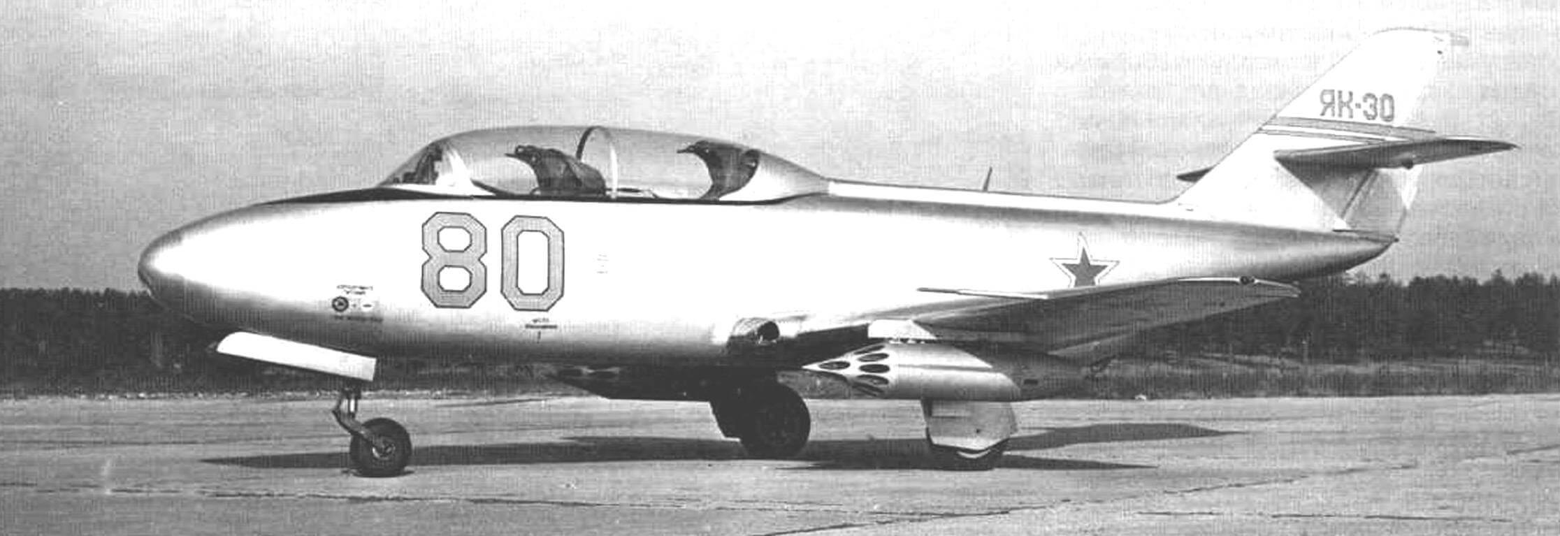 Третий летный экземпляр Як-30 с блоками УБ-16 для реактивных снарядов