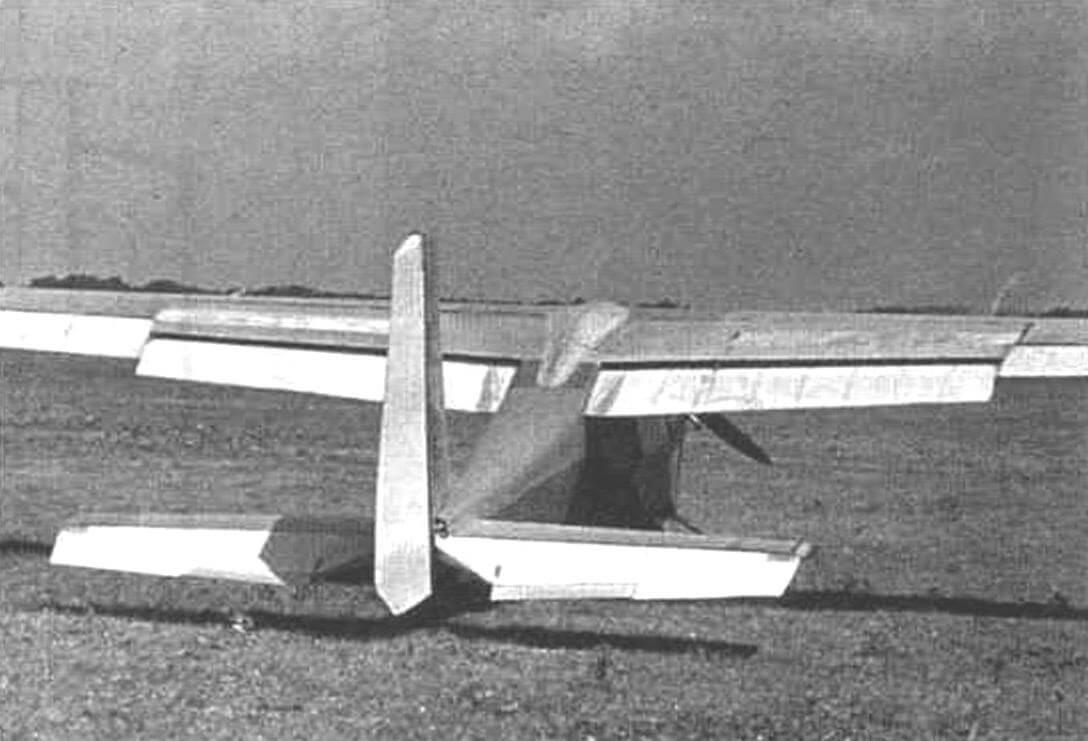Самолет «Шмель» с убранными (слева) и выпущенными закрылками