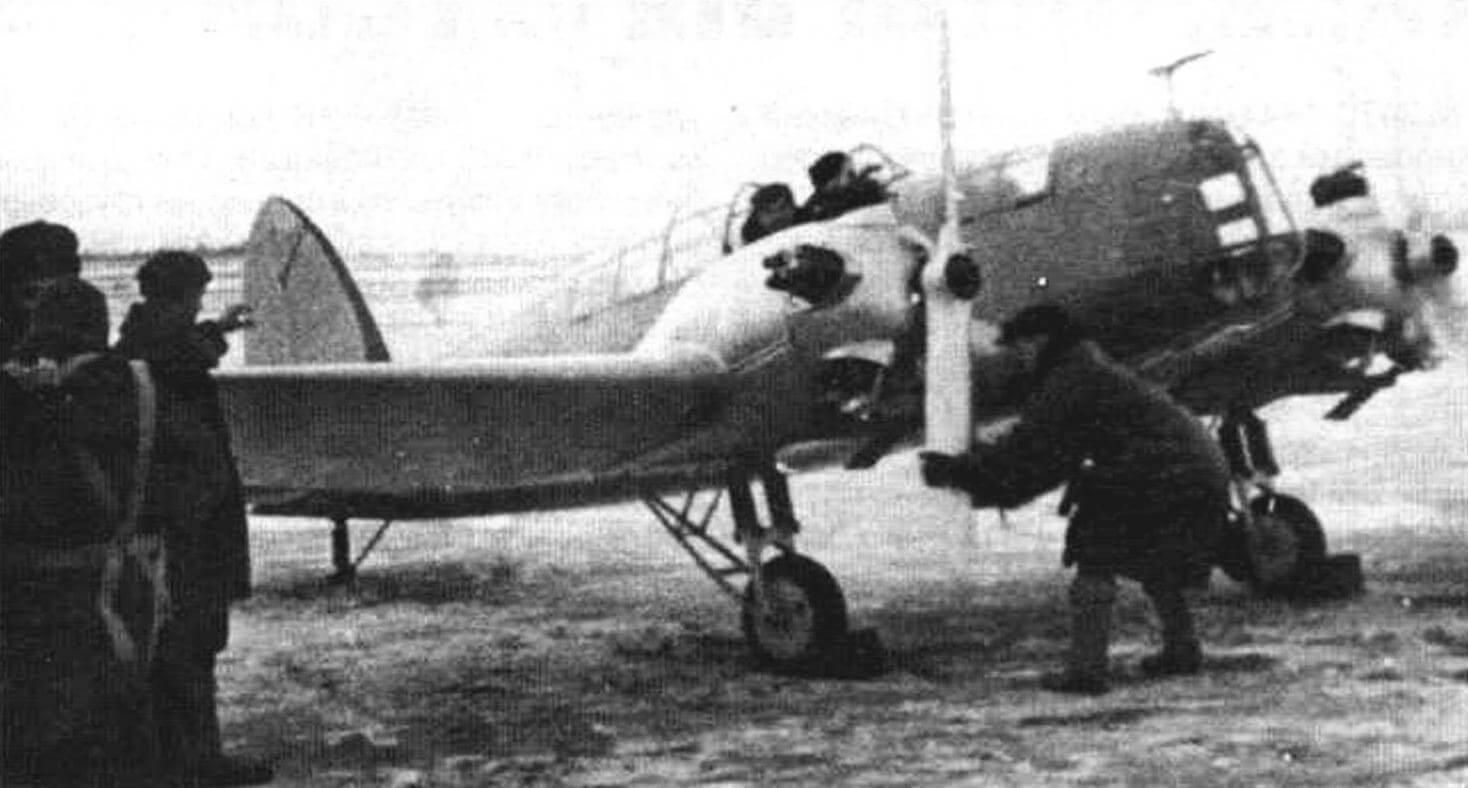Первый вылет Г-27, пока без обтекателей шасси («штанов»)
