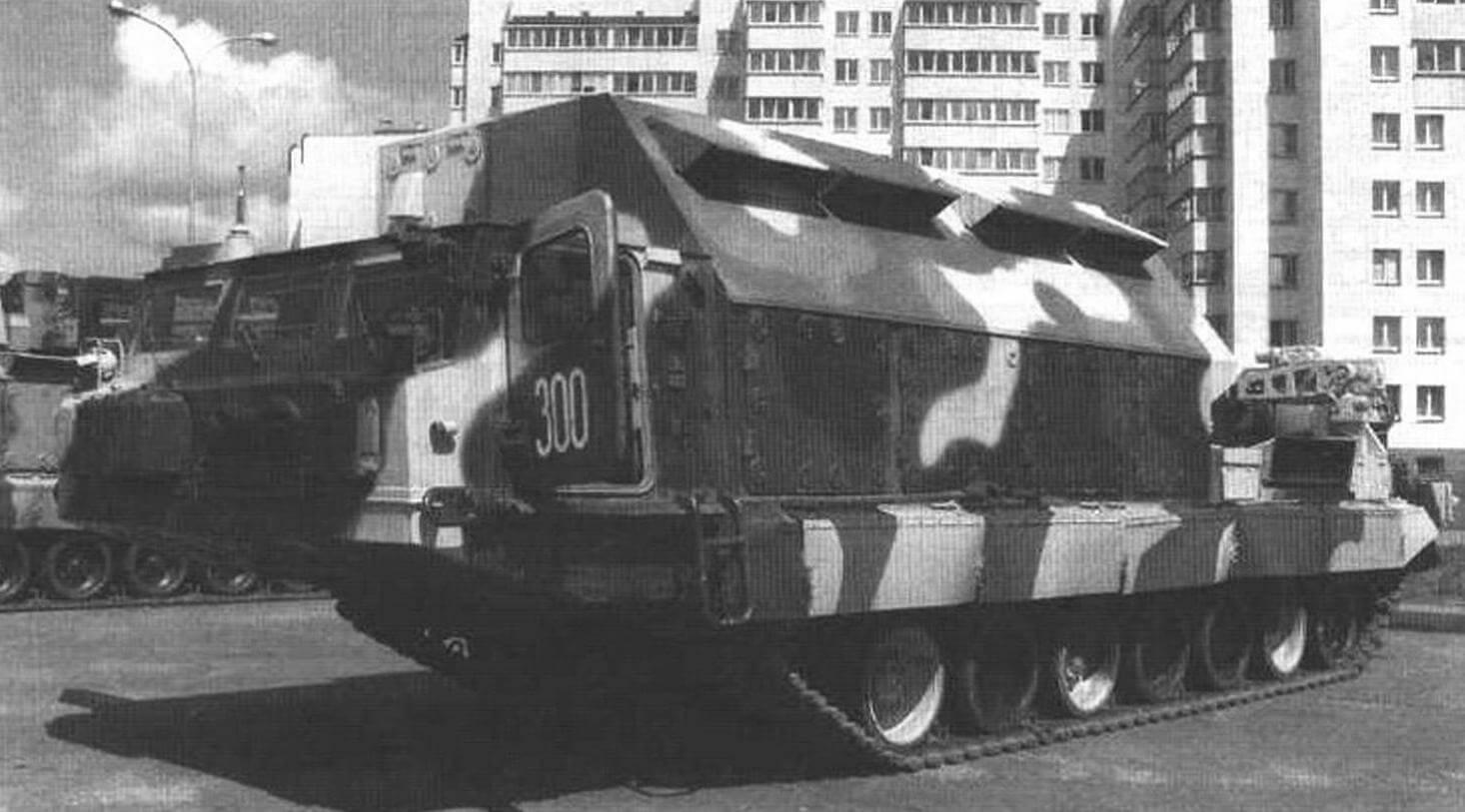 Пункт боевого управления зенитно-ракетною дивизиона 9С457, смонтированный на шасси «Пиона»
