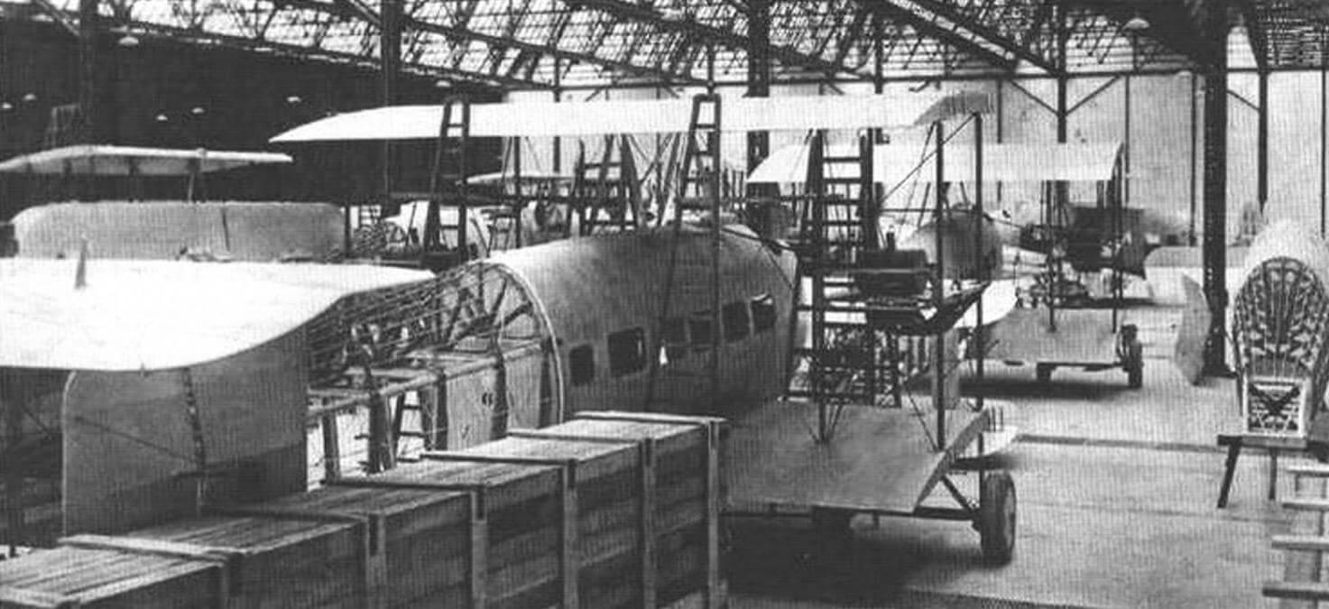 Постройка пассажирских самолетов «Вими комершл» на заводе в Бруклендсе