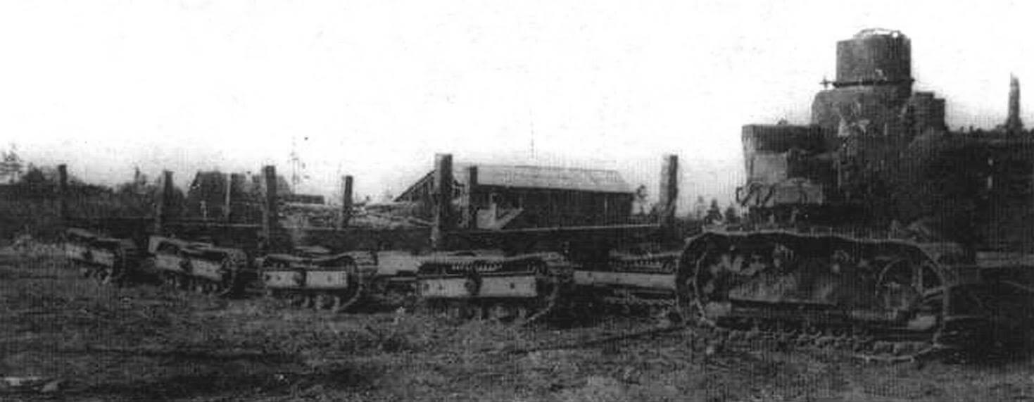 Газогенераторный трактор «Сталинец» СТ-60 с поездом из гусеничных повозок ГП-12 Онежского завода