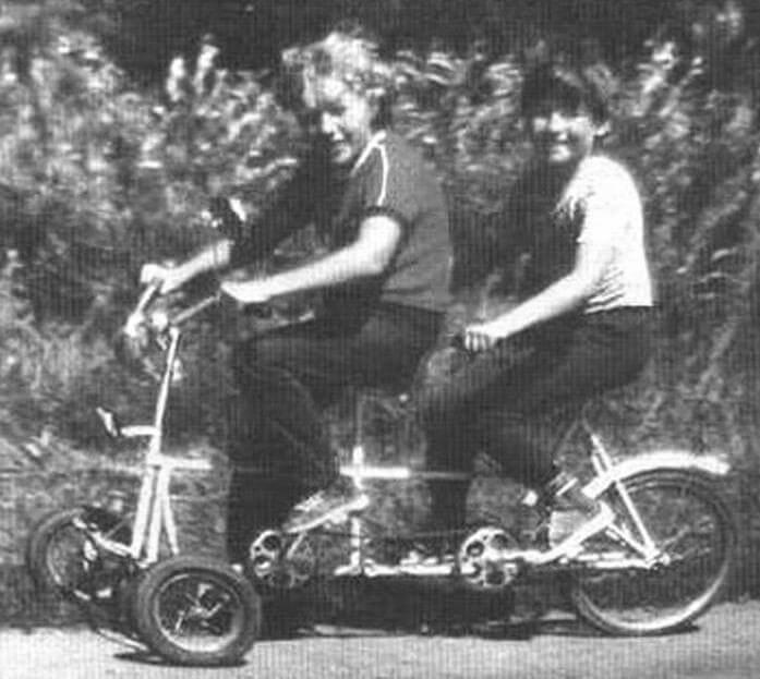 Двухместный трехколесный велосипед-тандем. Передние колеса - от велосипеда «Левушка», заднее - от велосипеда «Кама». Рама - сварная. Разработан в кружке «Велоконструирование» под руководством А.В.Матвейчука