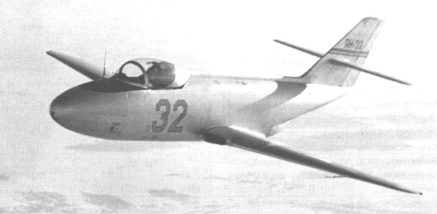 Первый опытный экземпляр Як-32