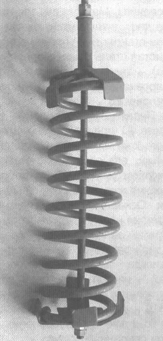 Фото 36. Приспособление (№ 3) в рабочем положении перед сжатием пружины