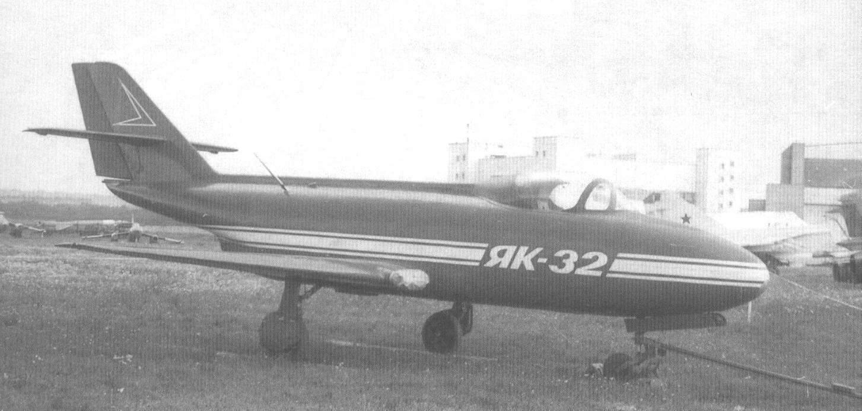 Первый опытный экземпляр Як-32, переданный в Музей техники В. Задорожного