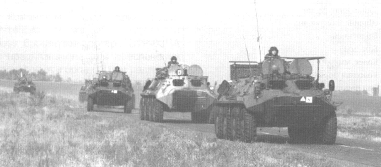 Колонна бронетехники во главе с КШМ Р-145БМ
