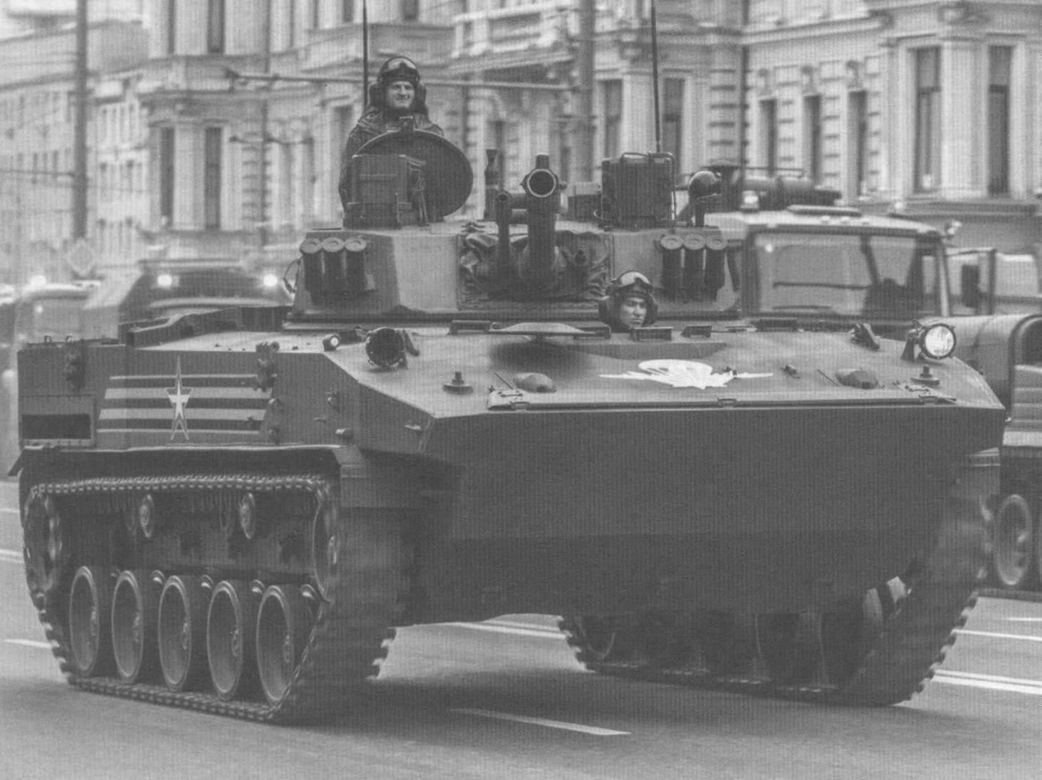 БМД-4М по пути на Красную площадь