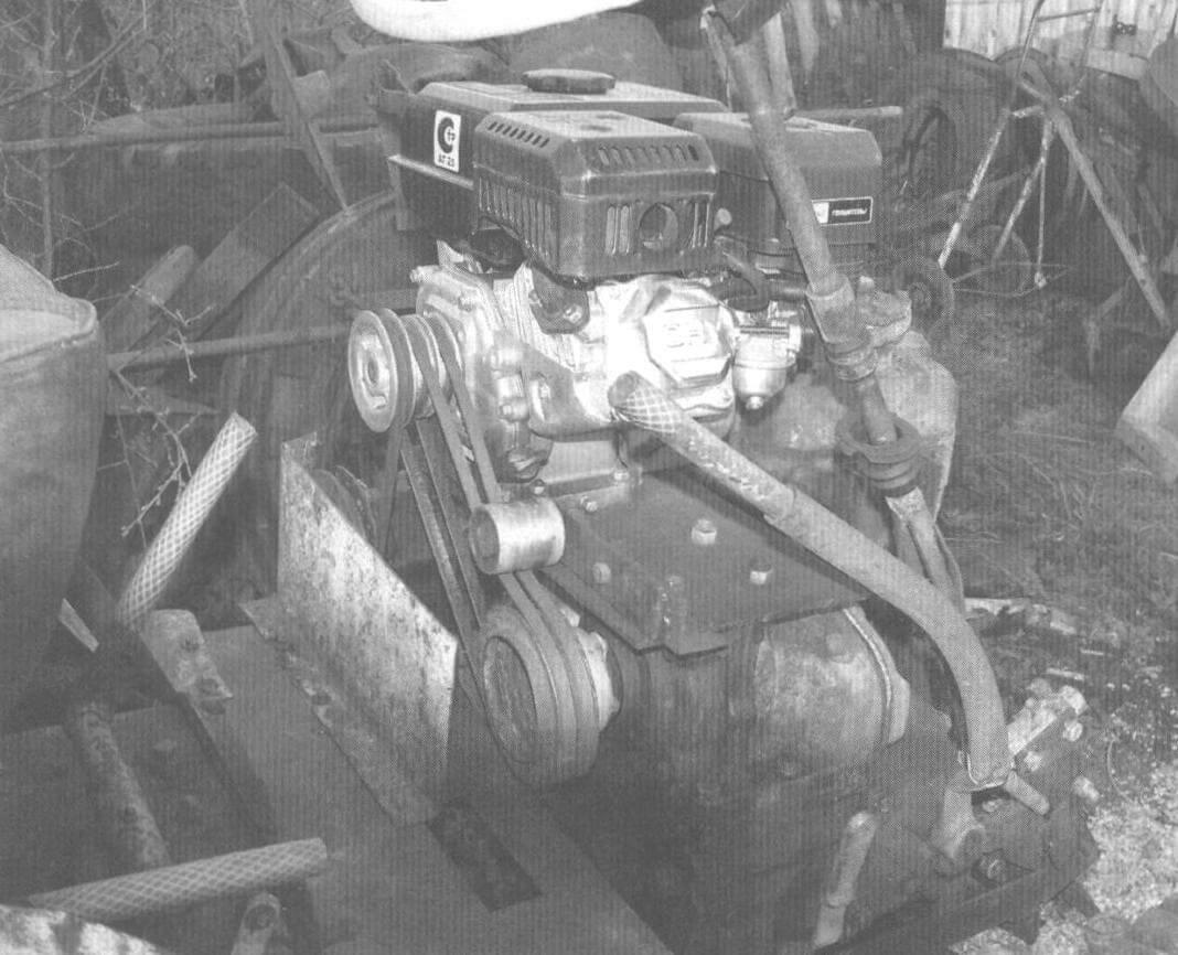Силовой агрегат минитрактора с приводами редуктора и гидравлического насоса