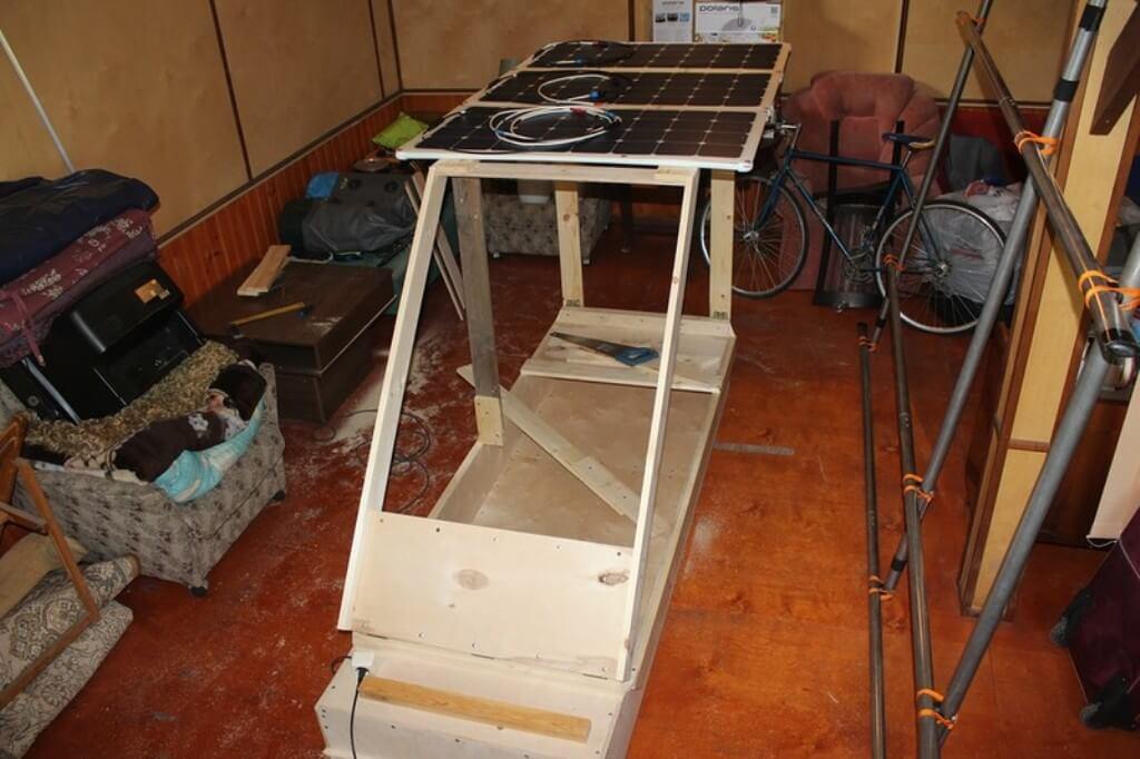 Процесс постройки каюты. Основные используемые материалы -доски, бруски и фанера