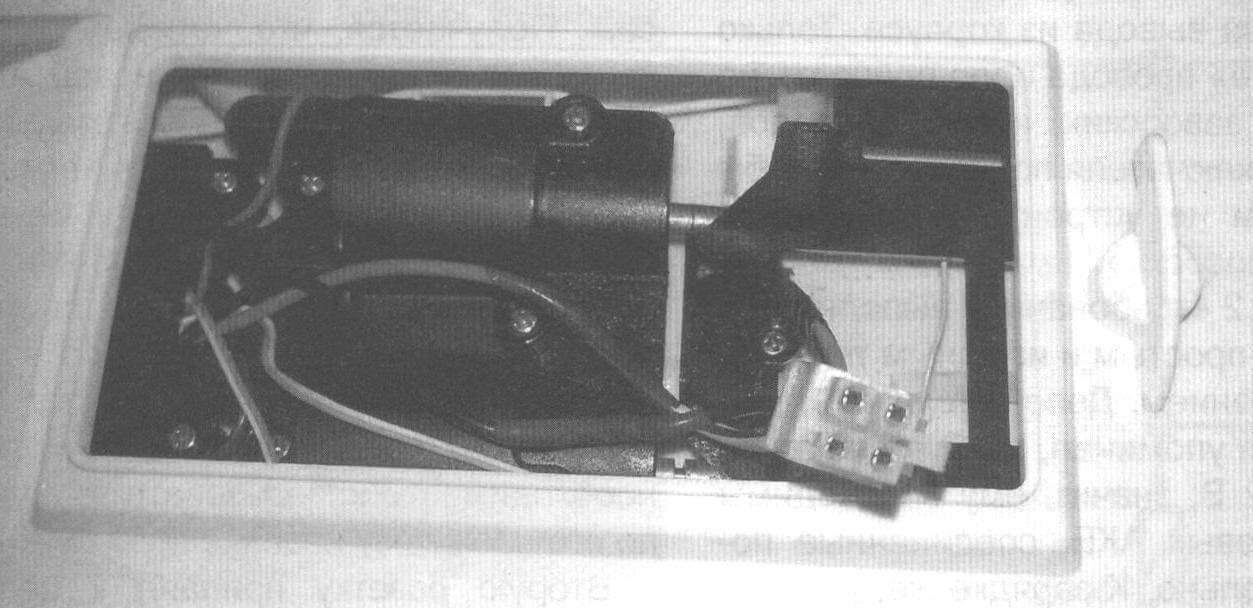 Фото 1б. Батарейный отсек глиссера с новым разъемом ATX-12V