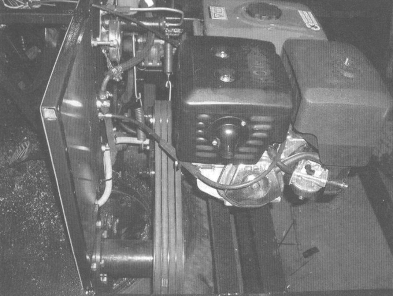 Силовой агрегат с ведущим 5-ручьевым шкивом клиноременной передачи на выходном валу (4 ремня - для силовой передачи и 1 ремень - для привода генератора или гидроусилителя руля) и 4-ручьевым ведомым шкивом. Стыковочный шлицевой узел вала ведомого шкива и первичный вал КПП находятся в корпусе (на переднем плане)