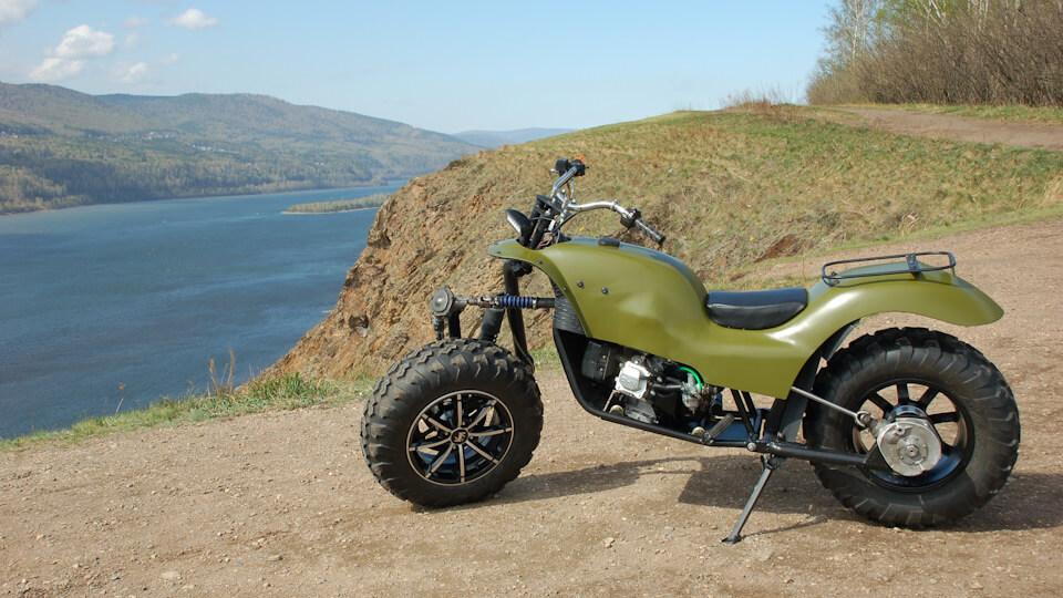 Общий вид готового мотоцикла справа и слева