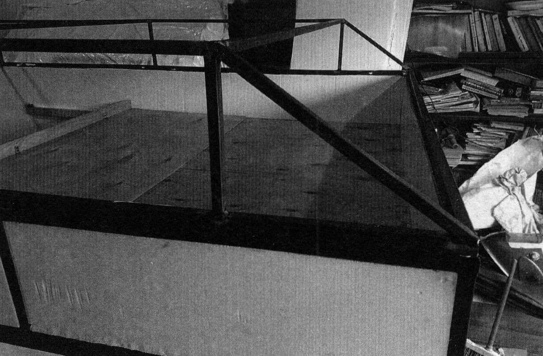 Методом проб и ошибок самым надежным вариантом крыши был признан наклонный. Однако чтобы обеспечить достаточный жизненный объем в алькове, его высоту пришлось увеличивать