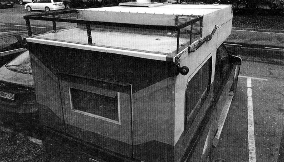 Верхний грузовой отсек. На «ступеньке» крыши справа видна решетка вытяжки. К сожалению, ее расположение было выбрано необдуманно, и впоследствии понадобилась герметизация, дабы исключить протечки