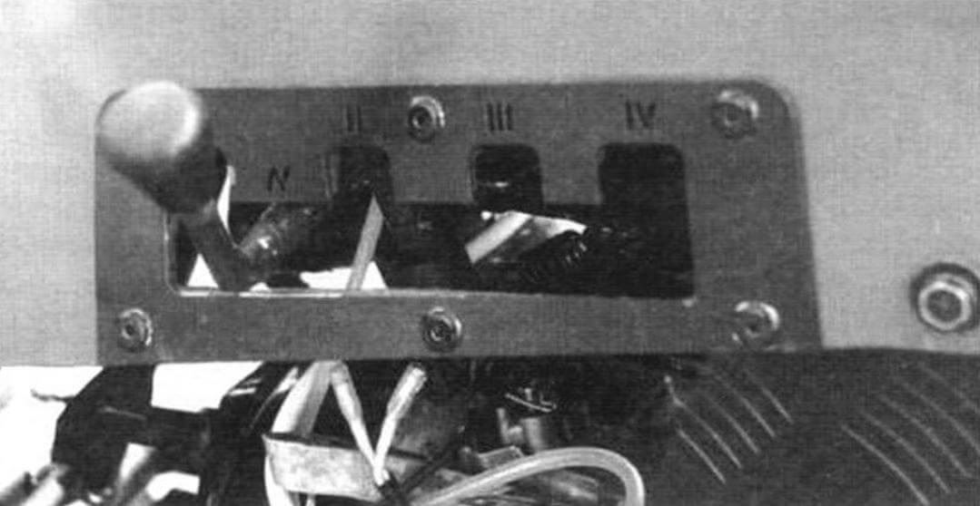 Внешний фиксатор ручного механизма переключения ступеней раздаточной коробки