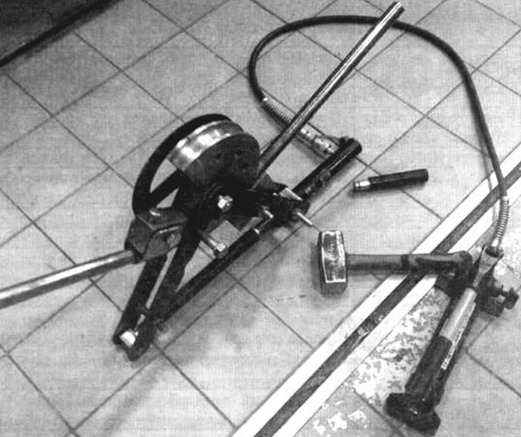 Самодельный гидравлический трубогибочный станок. Без него изготовить раму мотоцикла было бы крайне сложно!