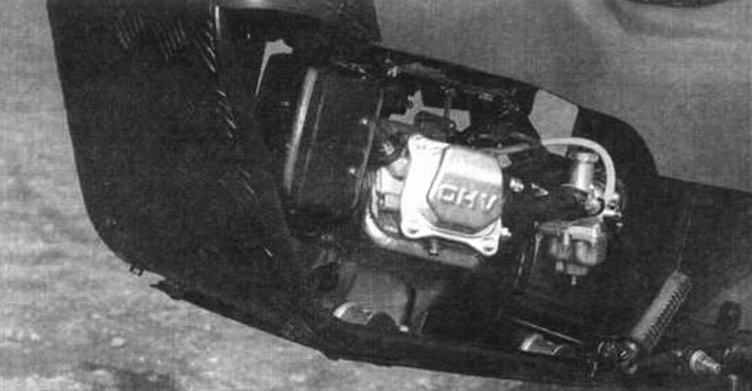 Силовая установка (вид слева). Глушитель претерпел изменения, и теперь он полностью находится внутри рамы, что повышает безопасность и уменьшает габариты мотоцикла
