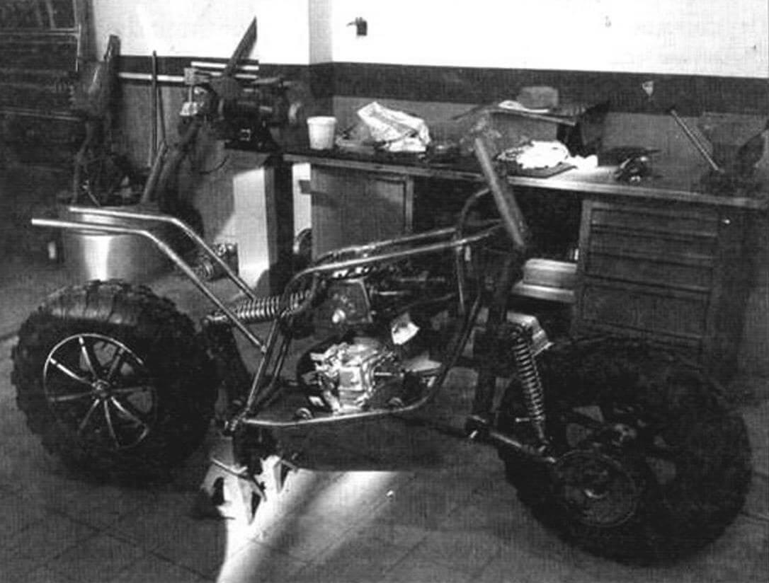 В передней подвеске «Диверсанта» используется амортизатор от мотоцикла «Урал», а в задней - от ИЖа