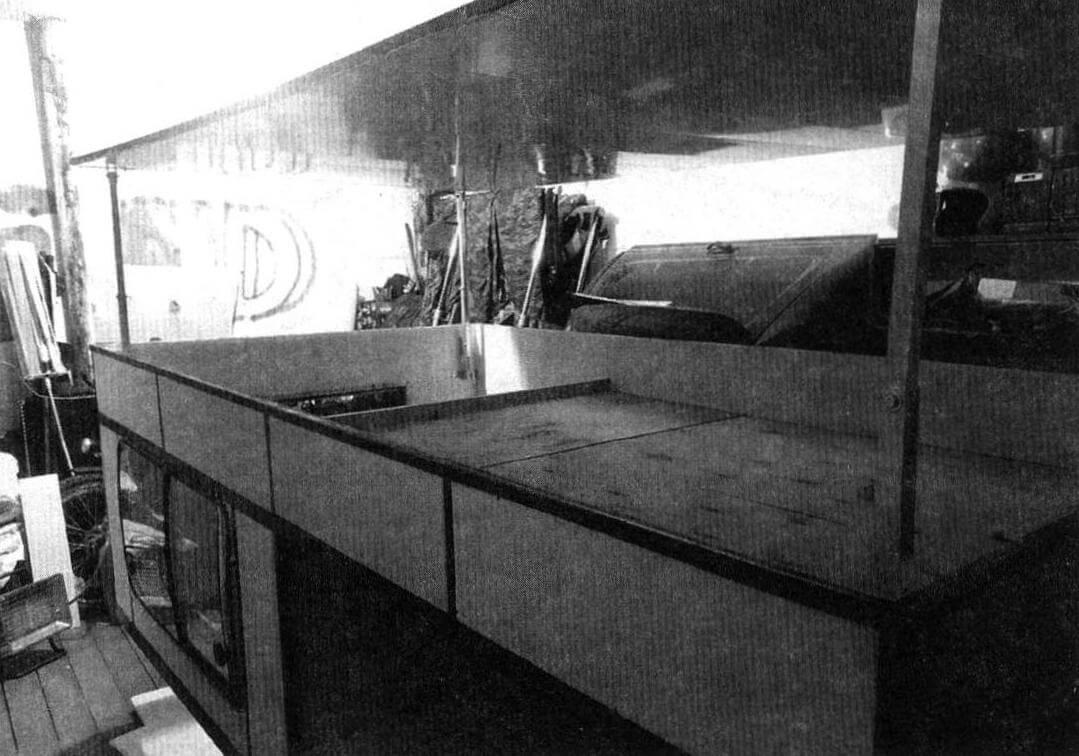 Первый вариант подъемной крыши (горизонтальной и с механизмом из алюминиевых труб) был забракован из-за ненадежности