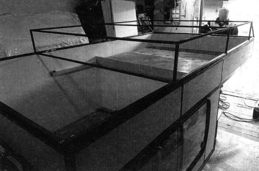В задней части подъемной крыши высота осталась прежней, что позволило организовать там дополнительный внешний багажник