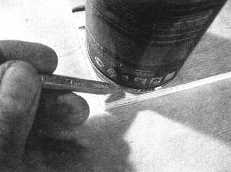 Нанесение контуров радиусов скруглений на заготовки боковых стенок полки