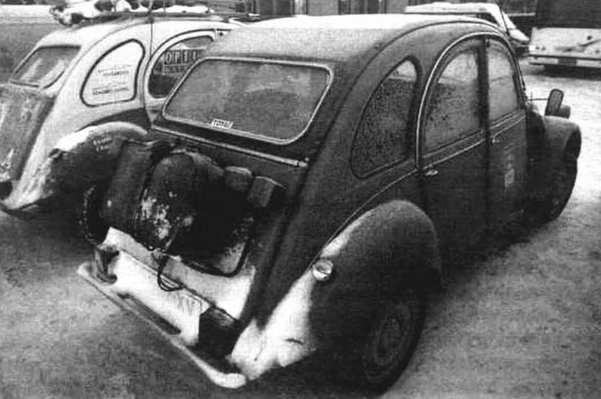 Все должно быть стильно: если автомобиль из прошлой эпохи, то вот вам и «бабушкин» чемодан того времени!