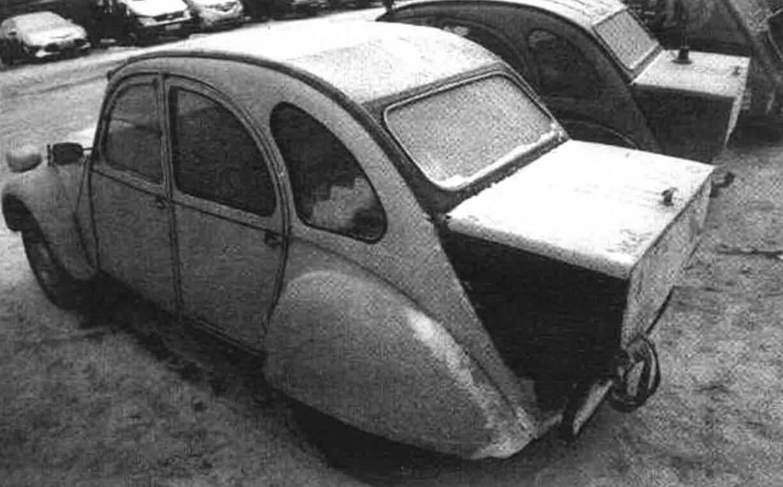 Такие багажные боксы вовсе не «самоделки». Они выпускались серийно и устанавливались на Citroen 2CV в качестве дополнительных опций