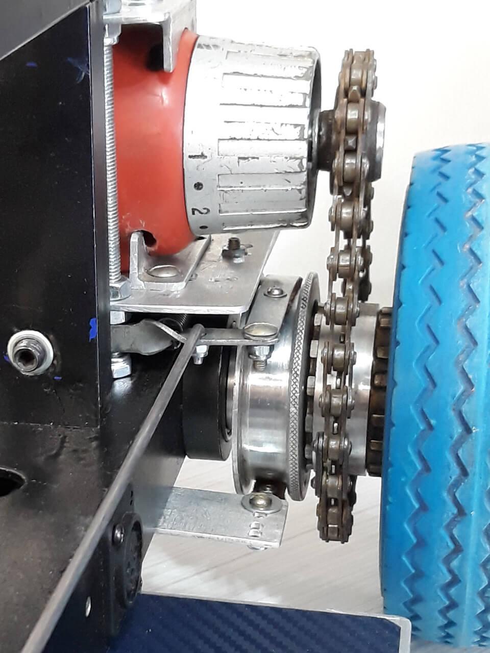 Цепной привод колес и тормозной механизм