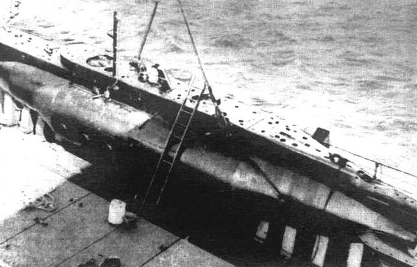 Х-5 на борту плавбазы перед атакой на «Тирпиц»