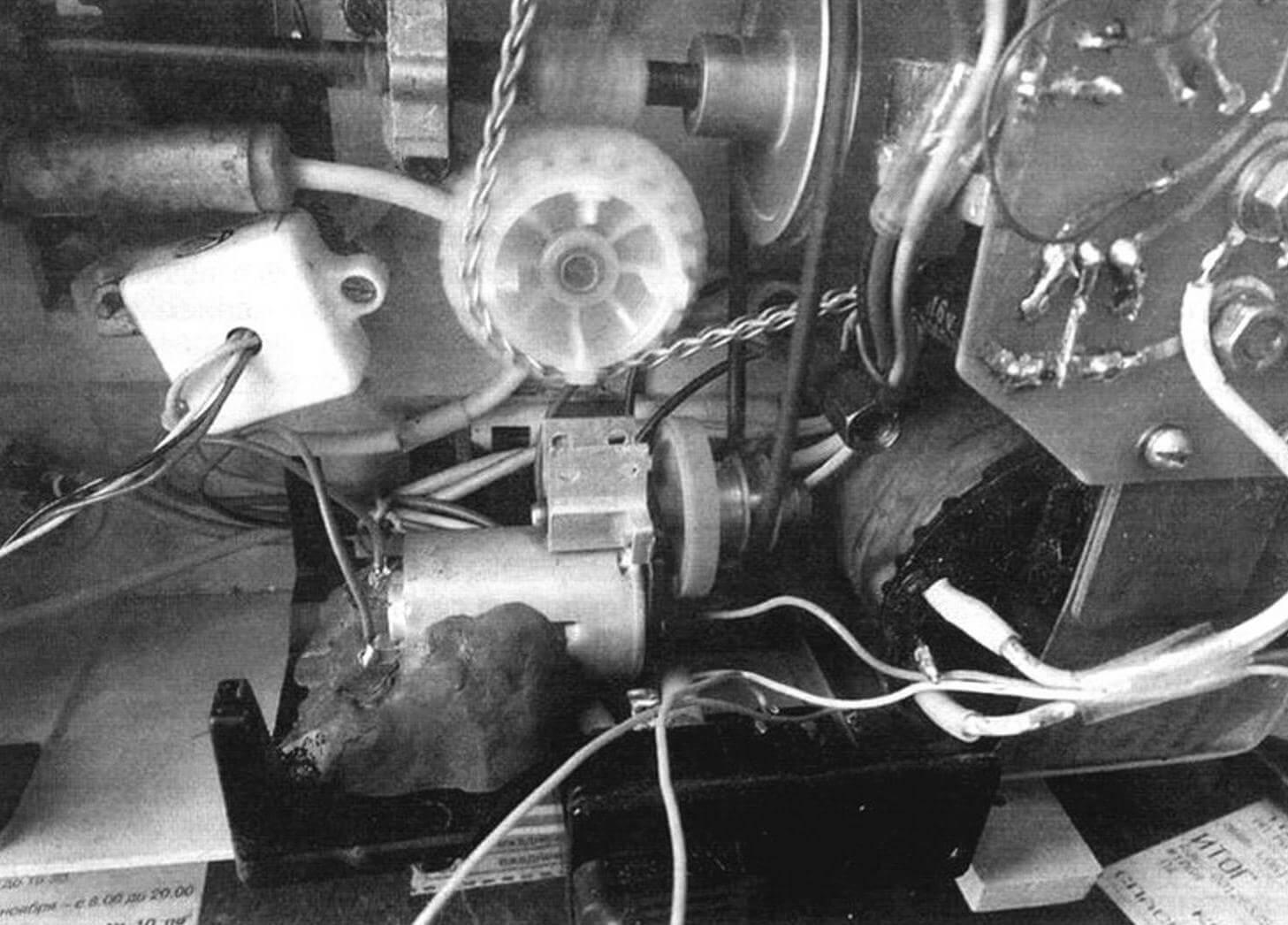 Крепление датчика и усилителя внутри корпуса