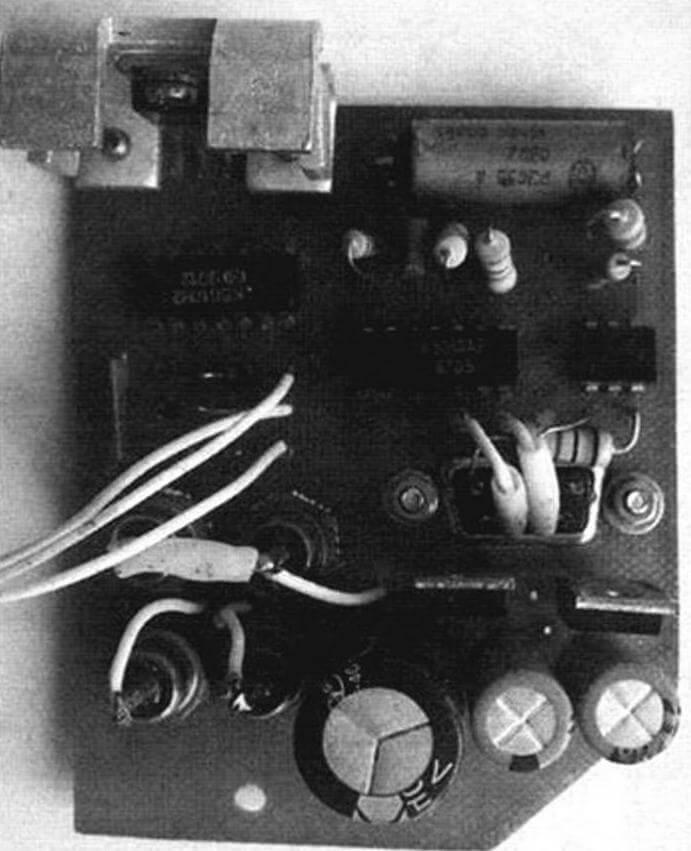 Монтажная плата устройства управления кинопроектором и синхронизации