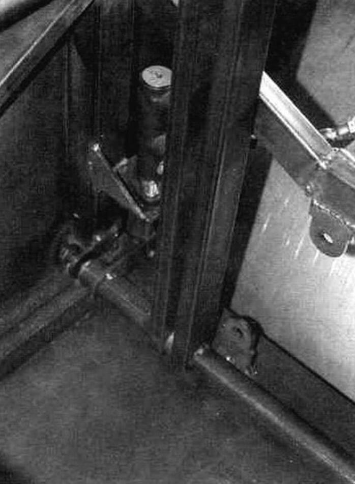 К осям приварены ушки, которые соединяются со штоками тормозных цилиндров