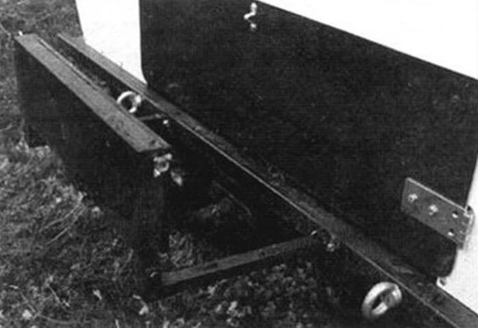 Складной транец позволяет повесить лодочный мотор, что заметно повышает скорость движения машины на плаву