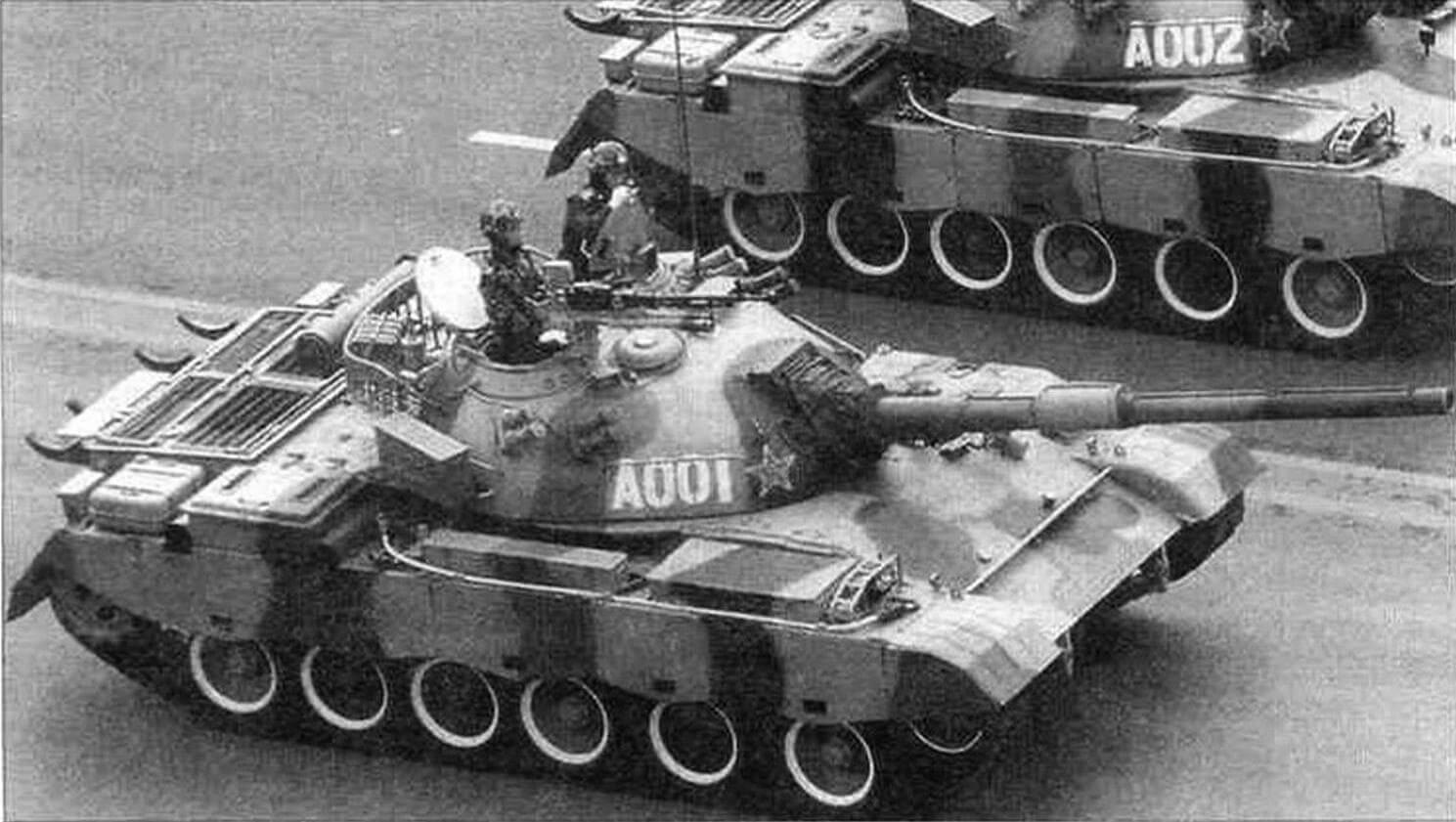 Танки Тип 88 на параде