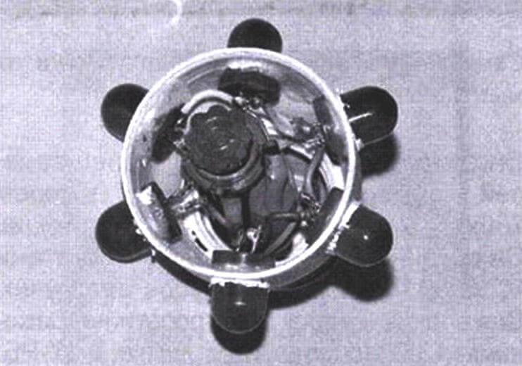 Устройство смонтировано на базе корпуса вышедшей из строя люминесцентной лампы