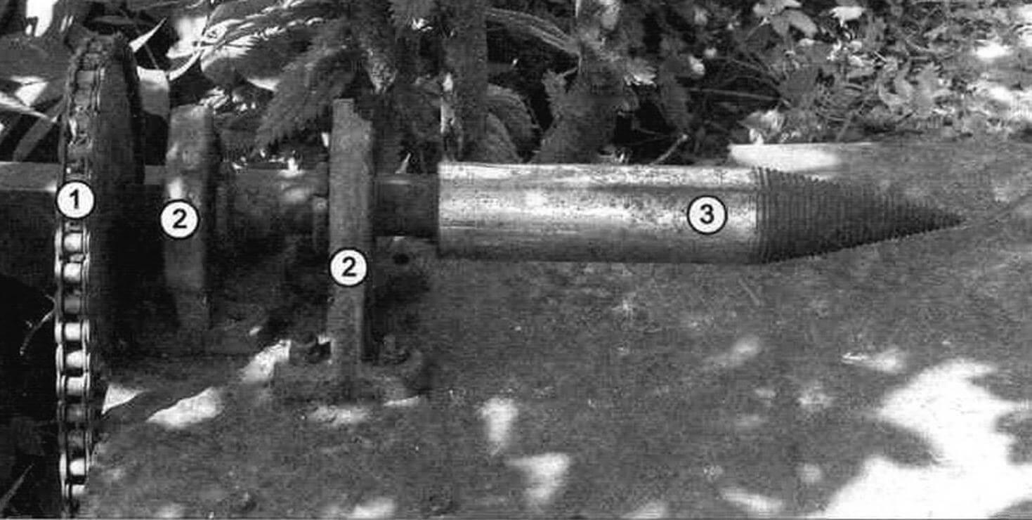 Дровокол: 1 - цепная передача; 2 - опоры с подшипниками; 3 - «штопор»