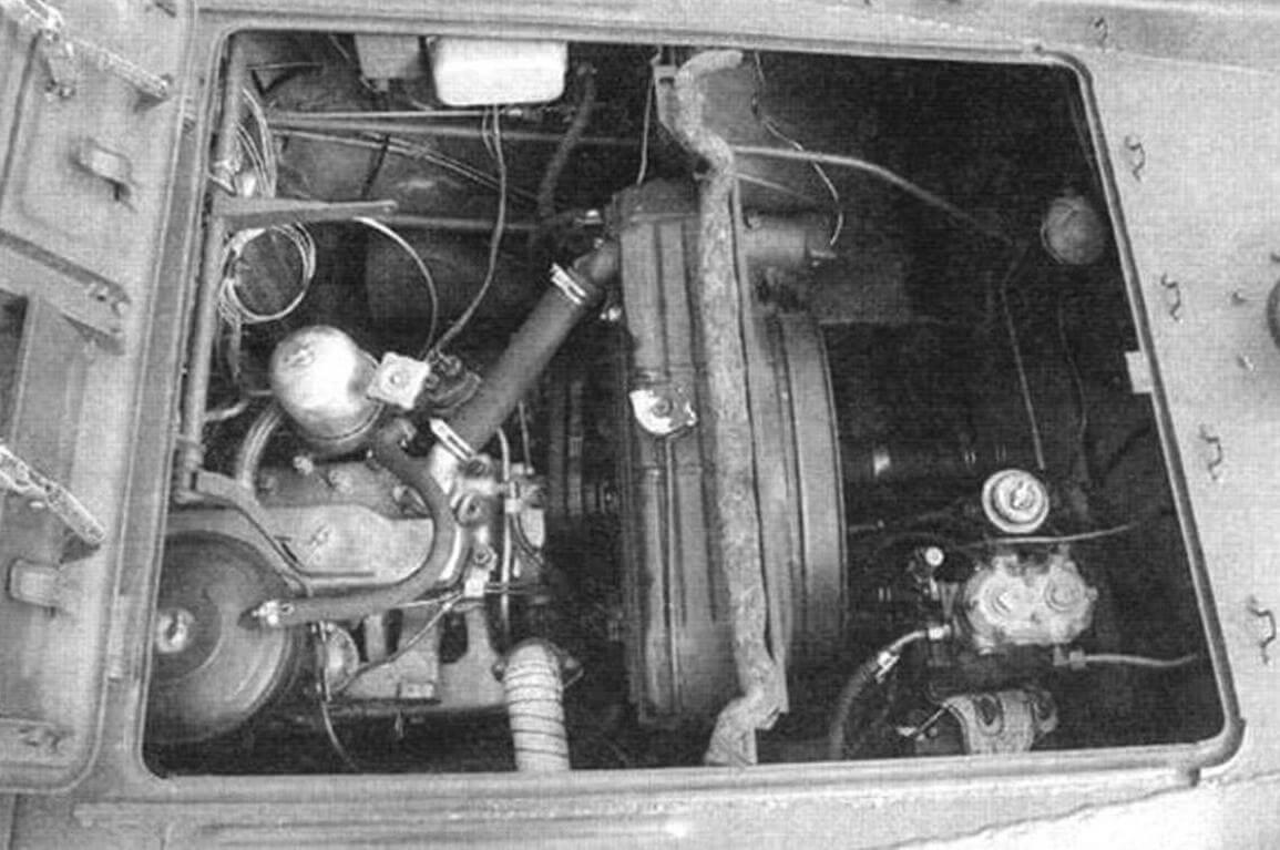 На машине установлен новый двигатель ГАЗ-49, левый от БТР-60